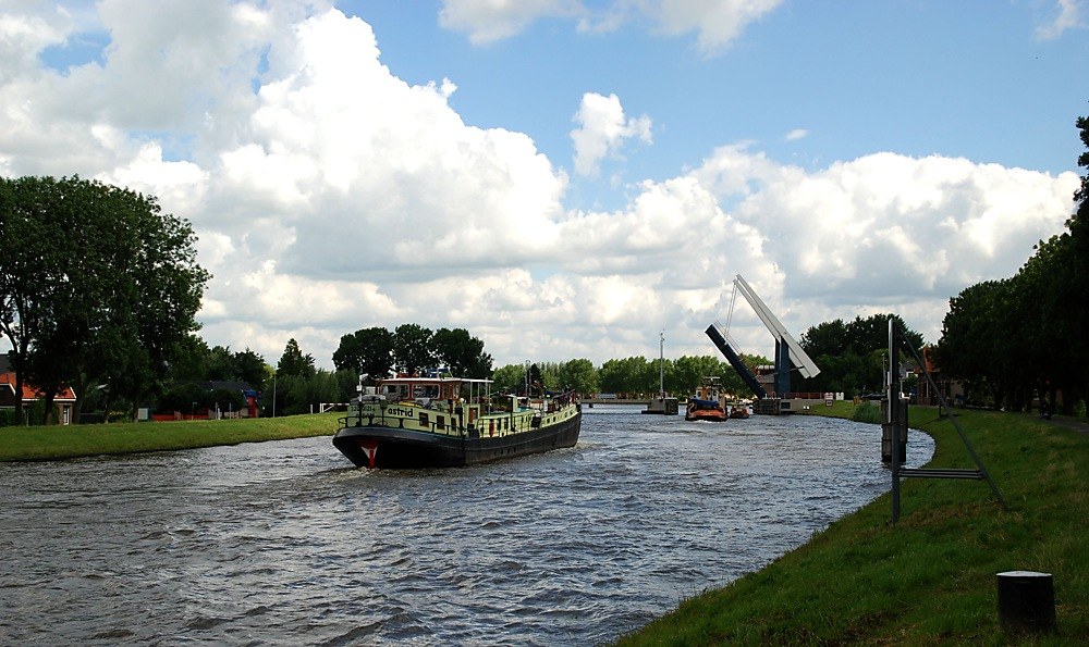 photoblog image ....Boat Friday in Arkel.....