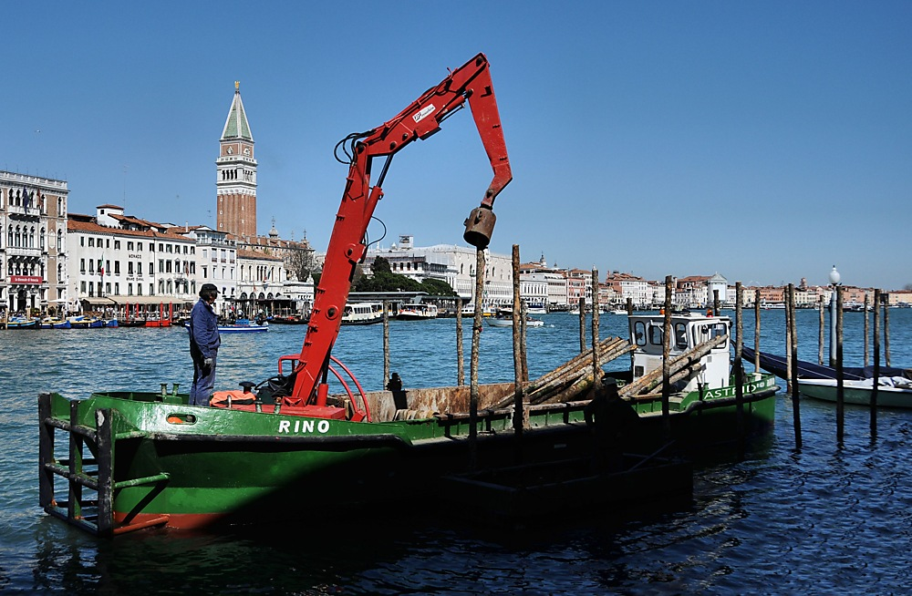 photoblog image .....Man at work in Venice and.......