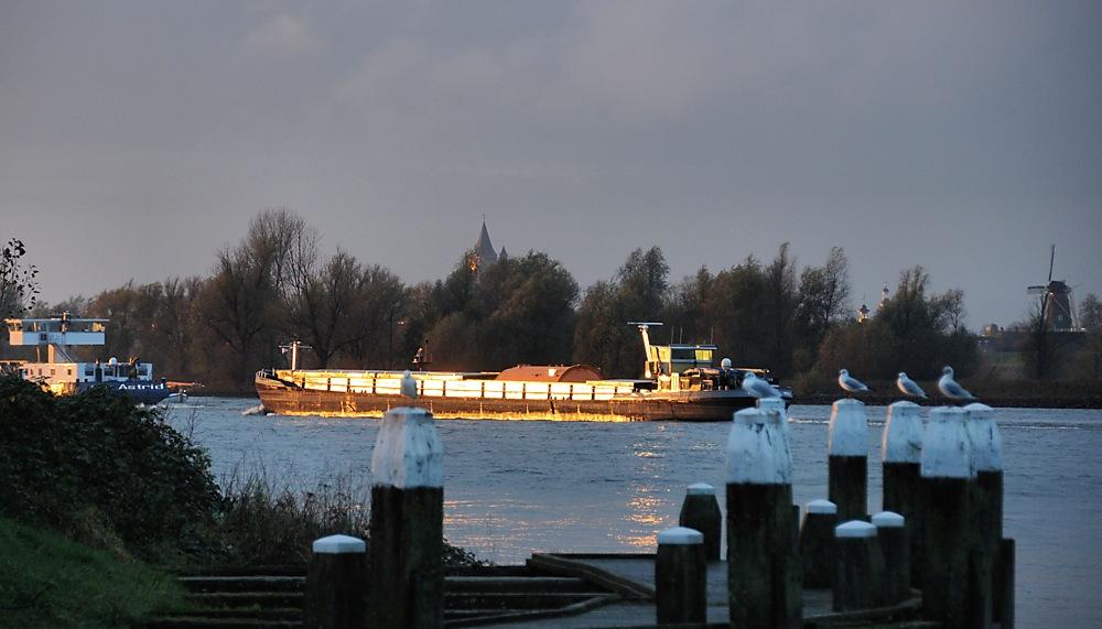 photoblog image .... The Golden Hour Boat Friday....