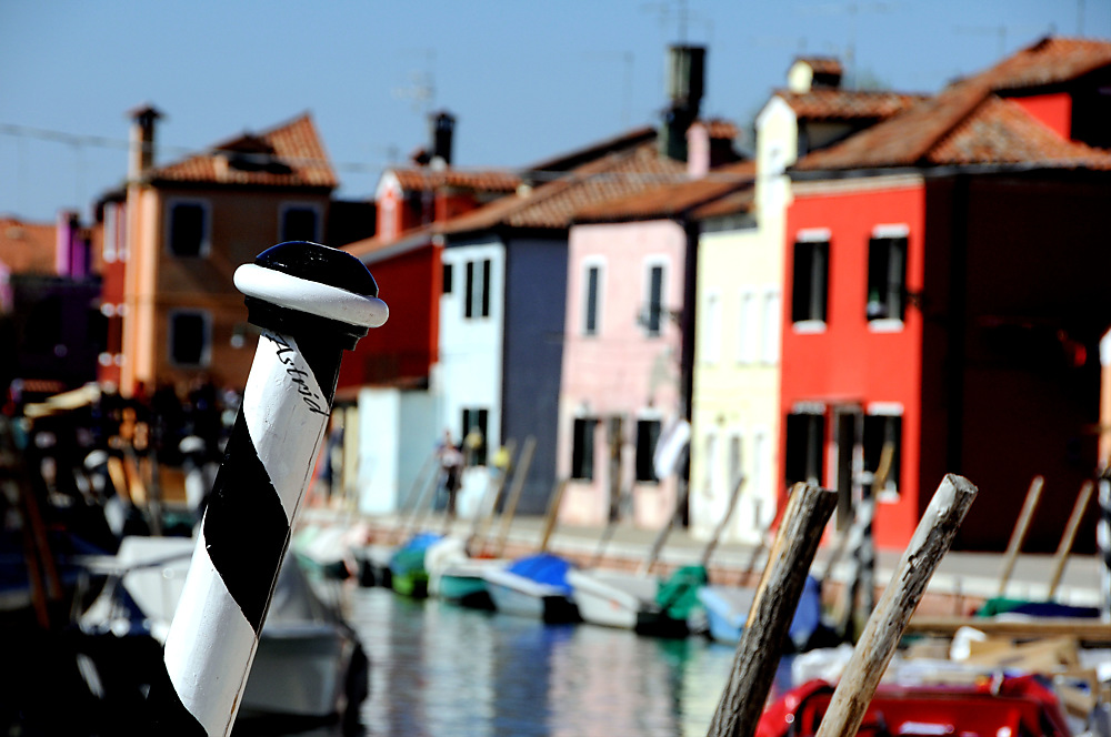 photoblog image ...Boat Friday, Burano.....